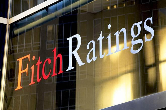 Fitch: Η Τουρκία άμεσα να ανακόψει την πτώση της λίρας